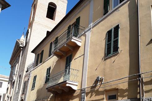 Osimo centro storico ampio appartamento libero subito